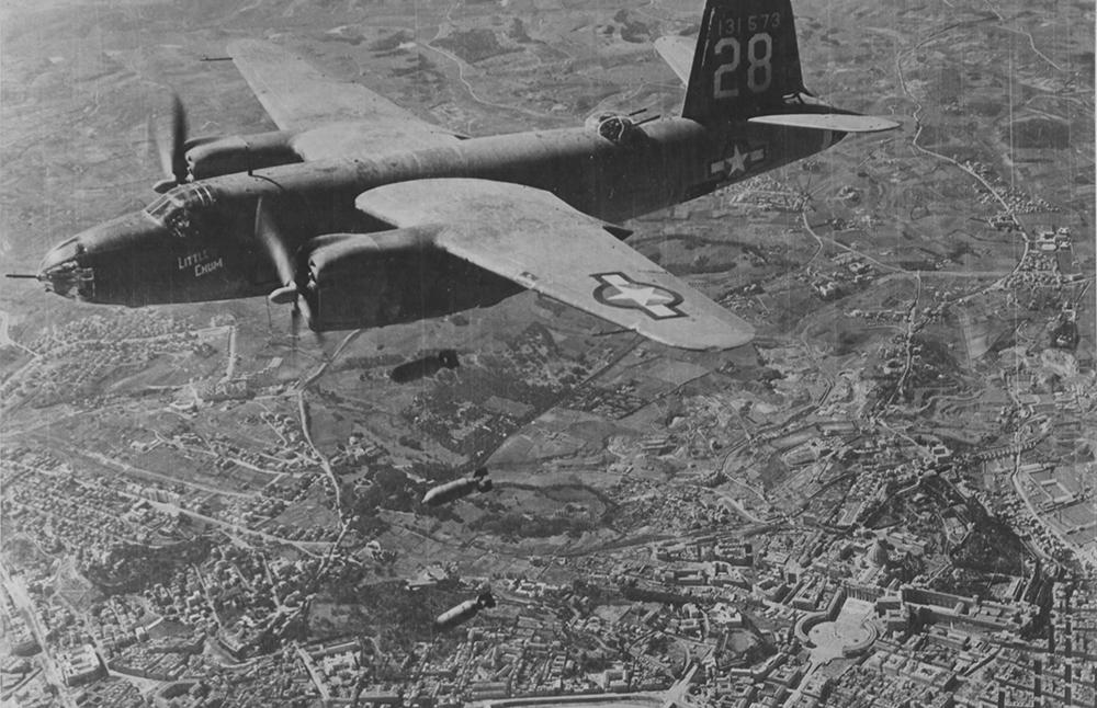 Mostra 1943-44 - Bombe su Roma Tiburtina - Sul fondo S. Pietro